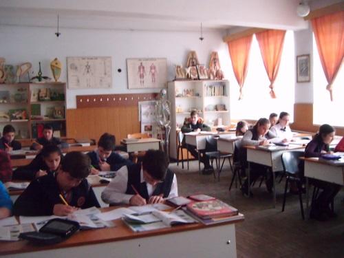 scoala gimnaziala iuliu maniu - laborator de biologice