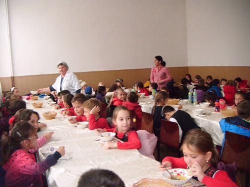 scoala gimnaziala iuliu maniu - sala de mese